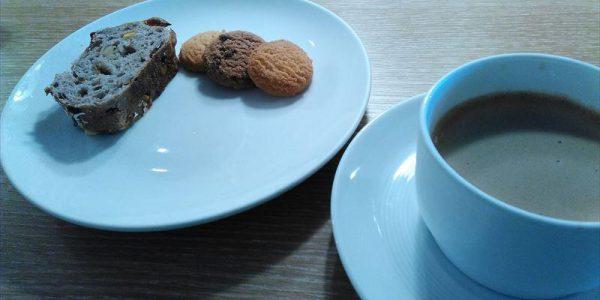 羽田空港国際線サクララウンジ コーヒーとクッキー