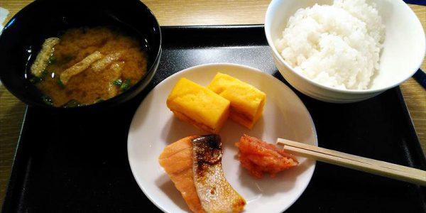 羽田空港国際線サクララウンジ 朝食例