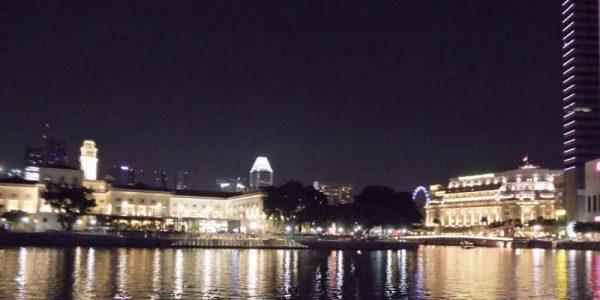 夜のフラトンホテルとアジア文明博物館