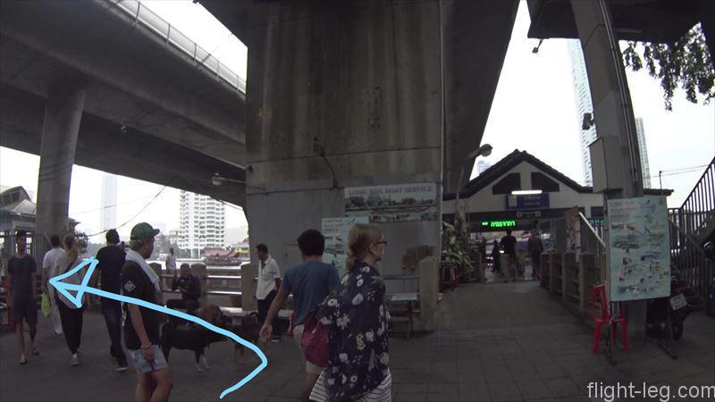 桟橋入り口が見えてきたら、エクスプレス(オレンジ)左へ