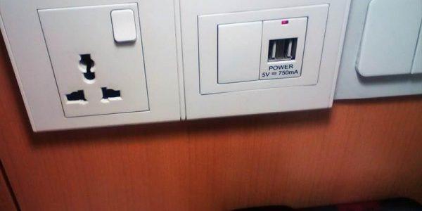 イビス・シンガポール・ベンクーレンのコンセント、USB充電付き